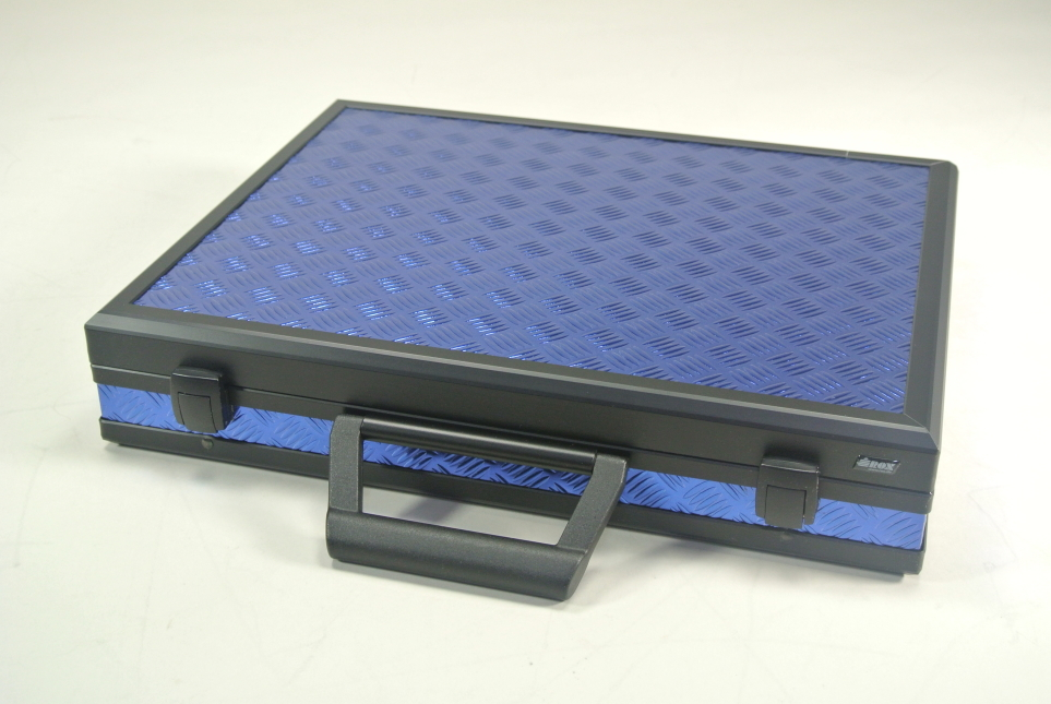 Koffer Blau mit gerillter Oberfläche